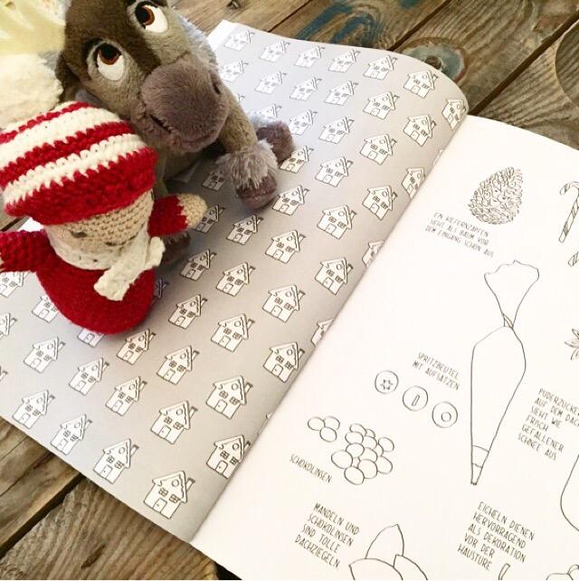 Mitmachbuch von Vicky Bo, kleiner Elch aus dem Disney Store und Weihnachtsrassel (DIY)
