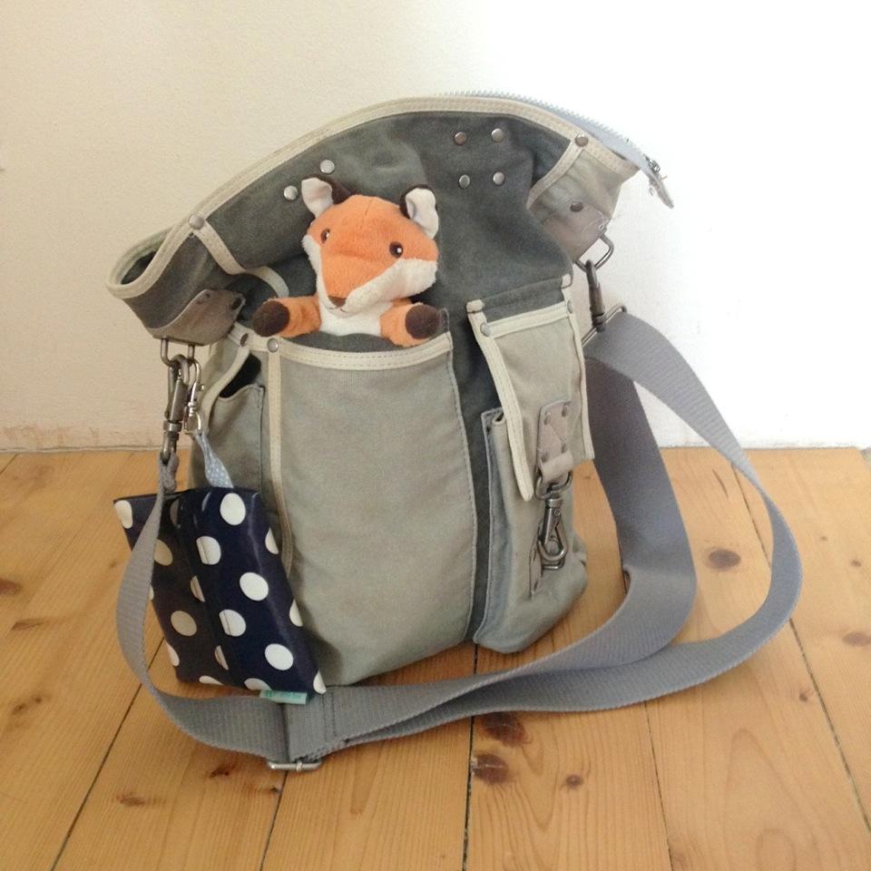 What's in your bag, littlebee?