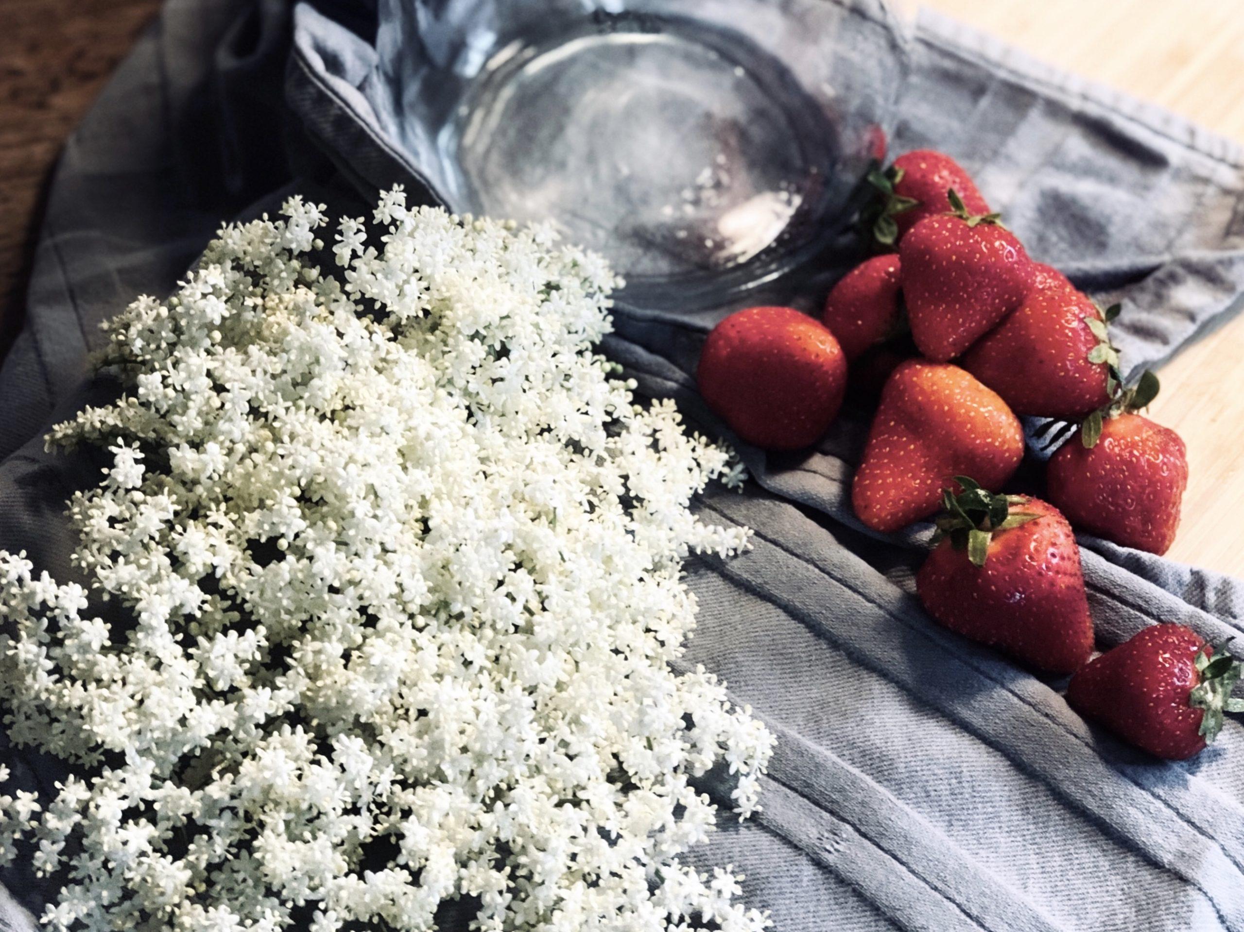 Erdbeeren Holunder Shrub