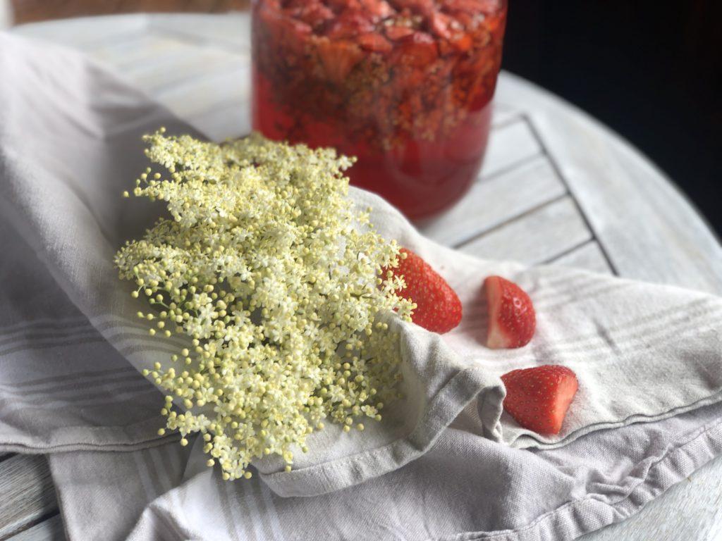 Holunder-Erdbeer-Shrub